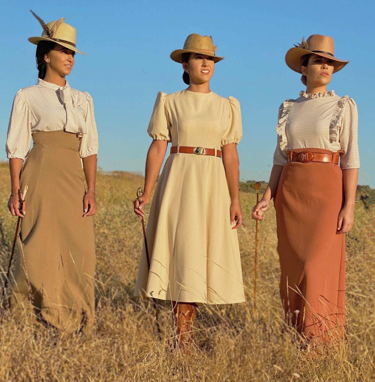 tres chicas en el campo